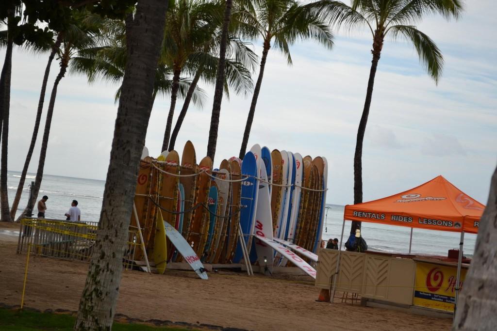 Surfboardverleih am Waikiki-Beack - Günstige Surfboard Leihpreise gibt es weiter außerhalb