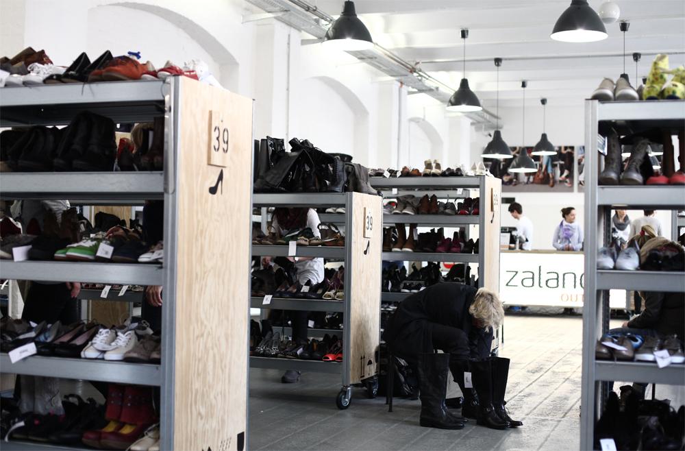 Schuhe Sortiment im Berliner Outlet-Store von Zalando
