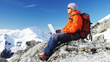 Sportlich unter Bergfreunden: Equipment für Höhentouren, Bergsportler und Globetrotter
