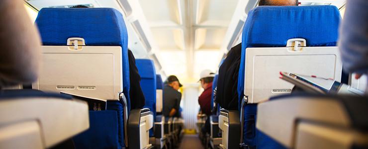 Wie kann man günstige Flüge finden und wo kann man sie im Internet buchen?