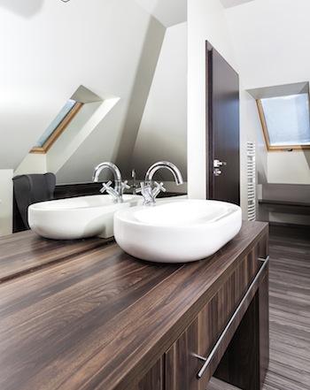 Wie Wird Aus Einem Kleinen Badezimmer Mit Schragen Eine Wellness