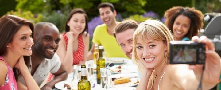 Sommerzeit ist Gartenparty-Zeit: Die richtigen Möbel für Feiern im Freien
