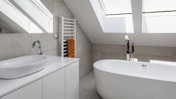 Wie wird aus einem kleinen Badezimmer mit Schrägen eine Wellness-Oase?