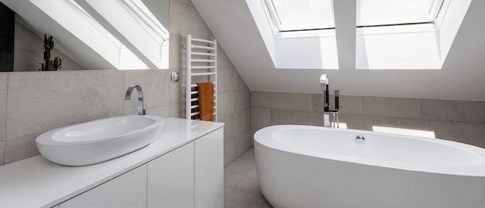 Wie wird aus einem kleinen Badezimmer mit Schrägen eine Wellness ...