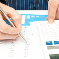 Finanzen und Ausgaben vergleichen und Kosten senken
