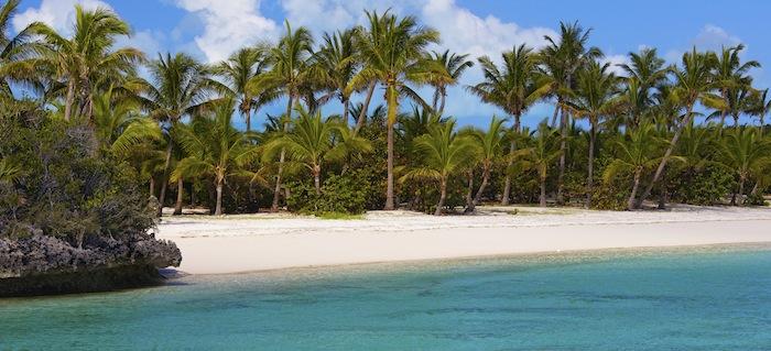 Bild: ©NathanDerrick / iStock - traumhafter weißer, feinsandiger Strand auf den Bahamas