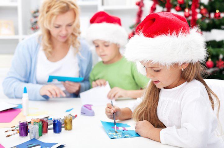 Weihnachtsdeko basteln – DIY Schneeflocken, Adventskranz & Co