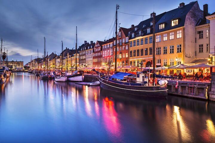 Hafen bei Nacht | ©  panthermedia.net / sepavone