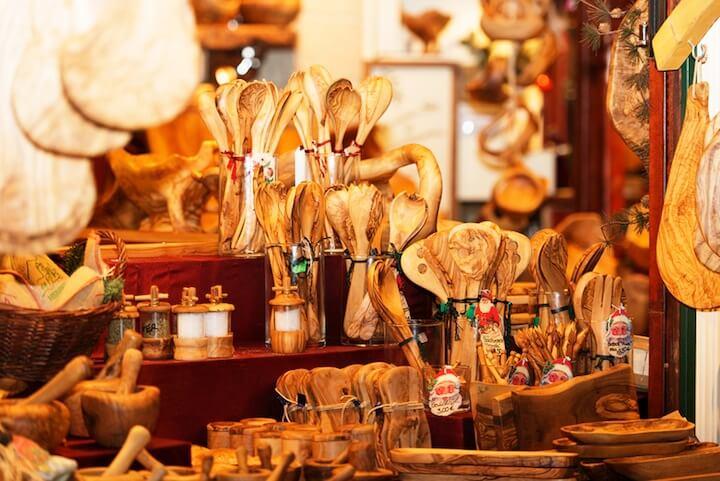 Holzhandwerk-Stand Weihnachtsmarkt | © panthermedia.net / Volker Schlichtingv