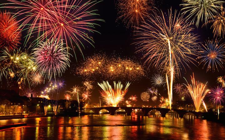 Bleigießen, Feuerwerk und Co. – Wie wir Deutschen Silvester feiern