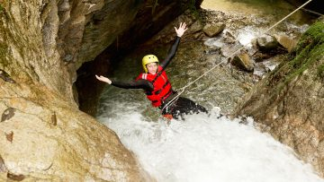 Abenteuerurlaub in Tirol – Adrenalinkick mit Canyoning und Rafting