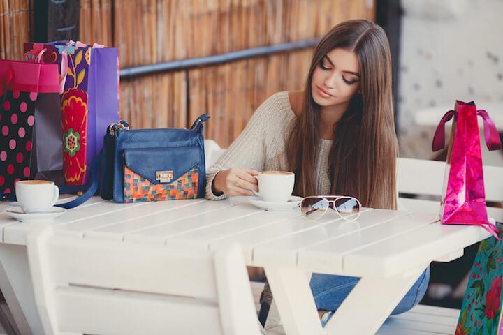 Alleine einen Kaffee trinken | © panthermedia.net / golyak