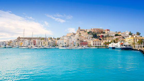 Reiseführer Ibiza: Spotlight auf die Insel mit den schönsten Stränden