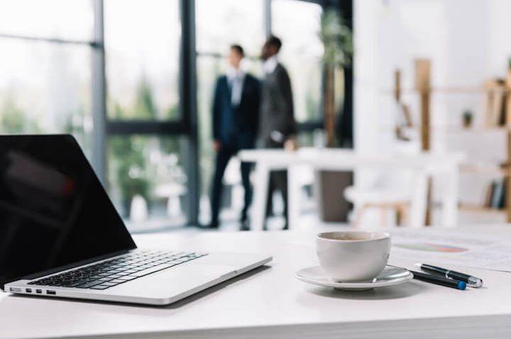Ausstattung fürs Büro – Was darf im Arbeitsalltag auf keinen Fall fehlen?