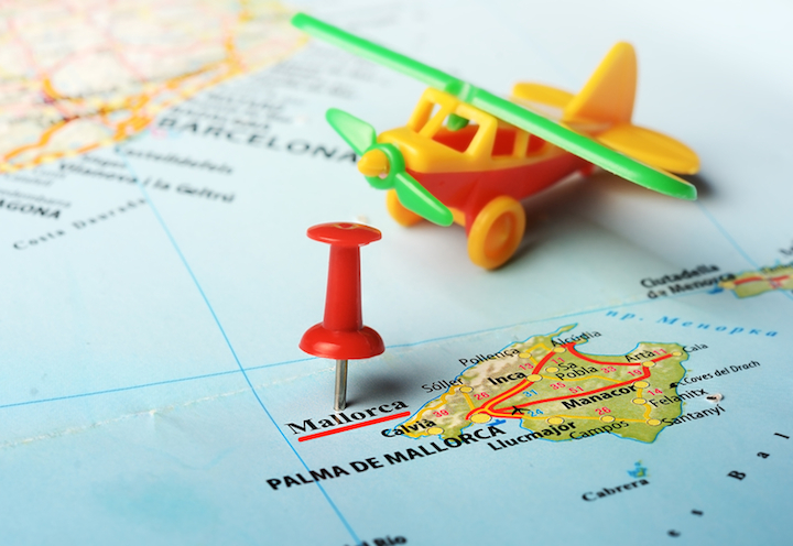 Flug in Richtung Mallorca | © panthermedia.net /ivosar