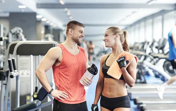 Proteinshakes im Fitnessstudio | © panthermedia.net /Lev Dolgachov