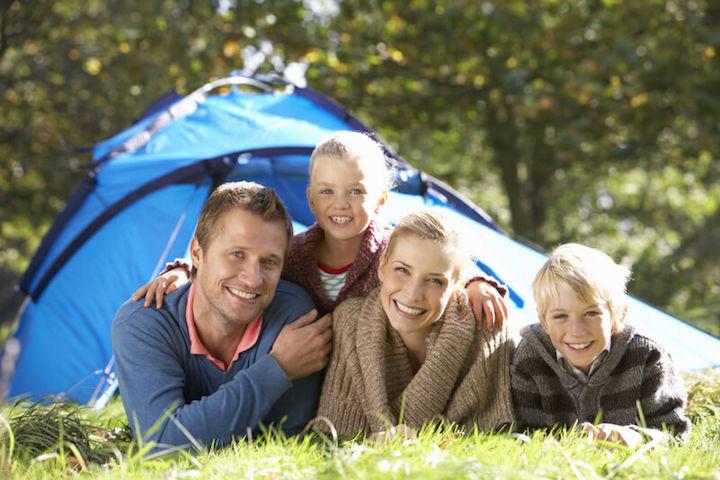 Zelten mit der Familie | © panthermedia.net /Monkeybusiness Images