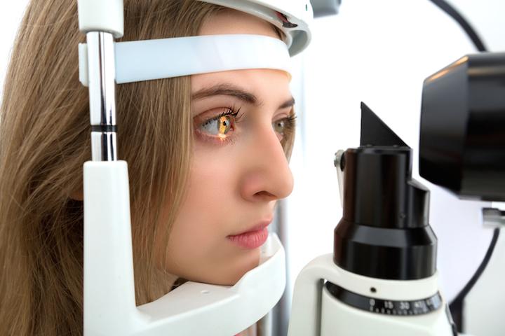 Untersuchung Augenarzt | © panthermedia.net /Adam Wasilewski