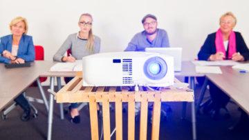 Von Sommerkino bis Projektpräsentation – Alles was ihr über Beamer wissen müsst