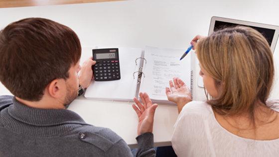 Ein Jahr im Ausland: Wie meistern Eltern die finanzielle Belastung?