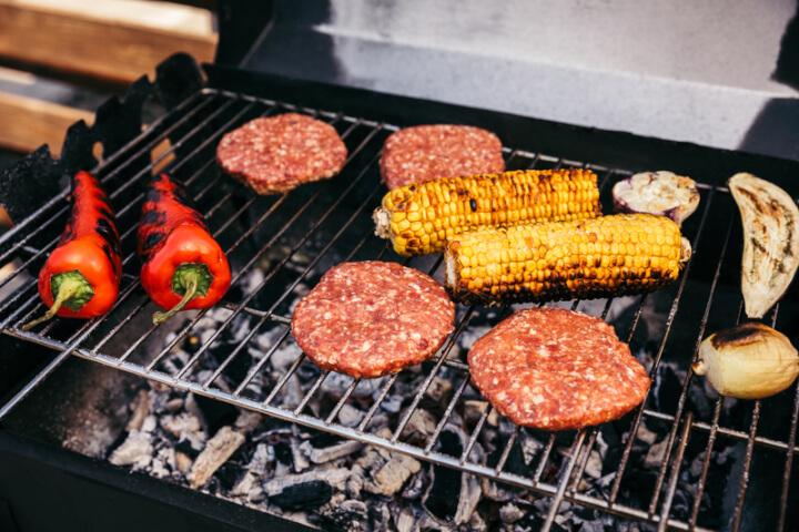 Grill mit Früchten und Fleisch | © panthermedia.net /AntonMatyukha