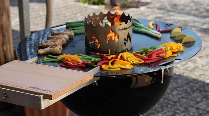 Grillen auf der Feuerplatte