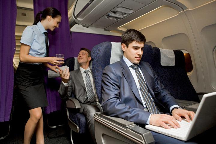 Im Flugzeug | © panthermedia.net /pressmaster