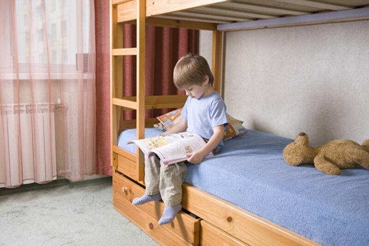 Junge am lesen | © panthermedia.net /Craig Robinson