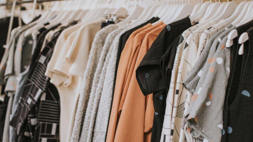 Kleidung kaufen zu günstigen Preisen: Die besten Tipps und Ideen
