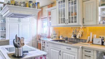Möbel und Deko im Landhausstil – So wird auch die Stadtwohnung rustikal gemütlich
