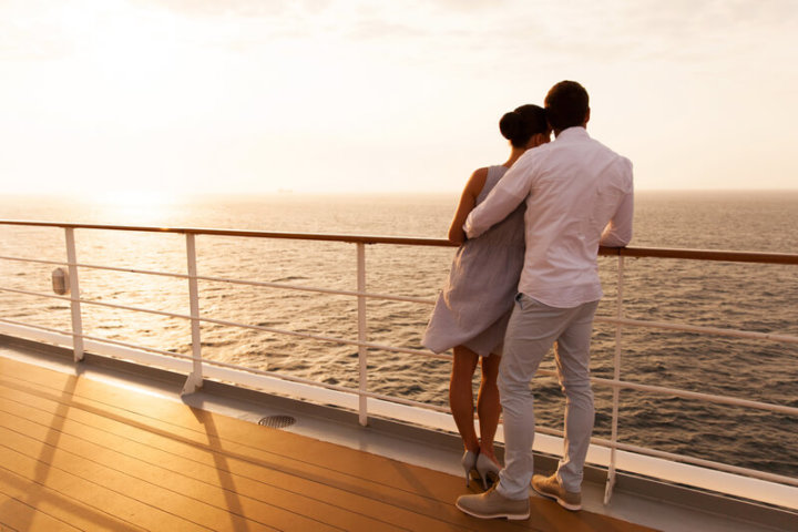 Paar an Bord eines Schiffes | © panthermedia.net /michaeljung