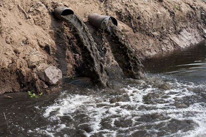 Stark verunreinigtes Wasser | © panthermedia.net /toa55