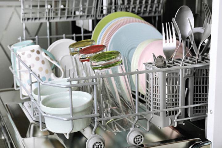 Voll beladener Geschirrspüler | © panthermedia.net /belchonock