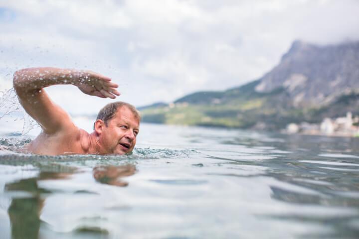 Schwimmen im See | © panthermedia.net / lightpoet